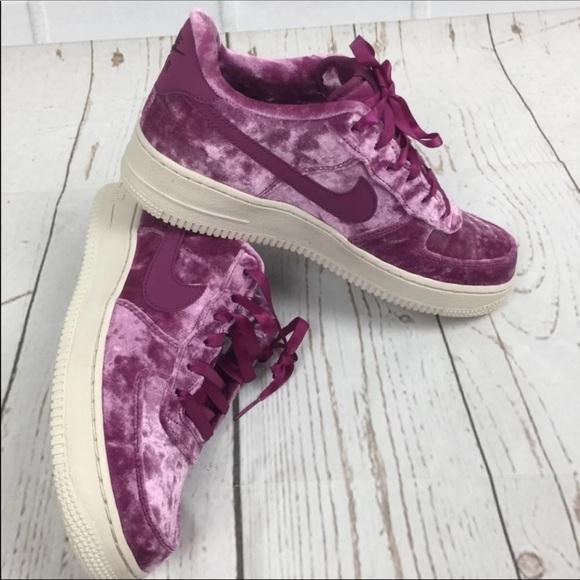 le scarpe nike air force one gioventù dimensioni 7y nuovi poshmark